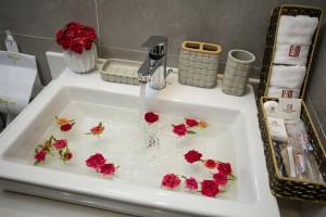 20_Bathroom_2